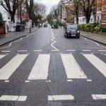 Les foules se rassemblent pour marquer le 50e anniversaire de la photo de l'album Abbey Road des Beatles